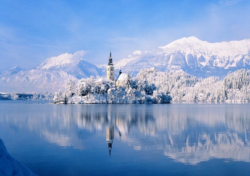Bei der Anreise zum Rodelrennen in Slowenien offenbart sich uns beim Bleder See dieser Anblick.