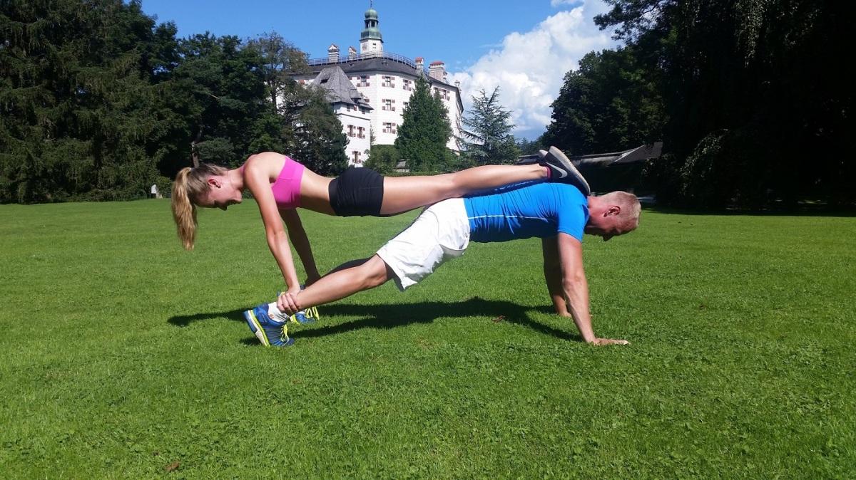 FIT mit UNS! Das 10 Minuten Partner-Workout für den schnellen Erfolg und gegenLangeweile.