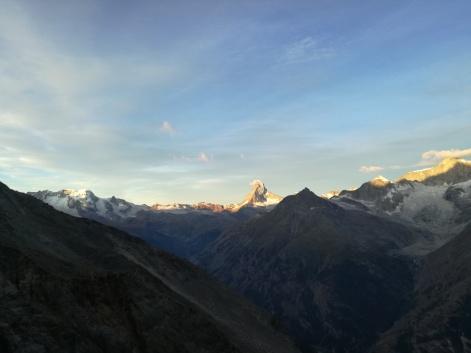 Von der Domhütte aus immer das Matterhorn im Blick