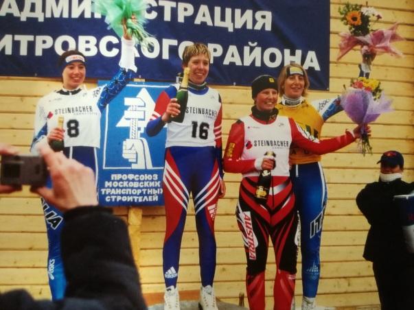 Elvira beim Weltcup in Moskau mit ihren Kontrahentinnen Ekatarina Lavrentyeva, Sonja Steinacher und Gietl Christa