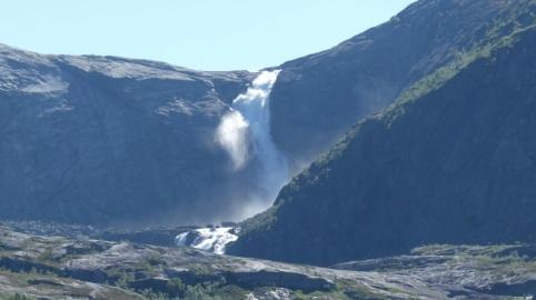 wasserfall_1_rodel-star-christian-schopf-besucht-das-land-der-fjorde-und-berge