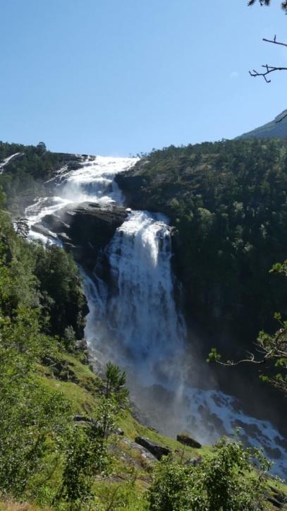 wasserfall_rodel-star-christian-schopf-besucht-das-land-der-fjorde-und-berge