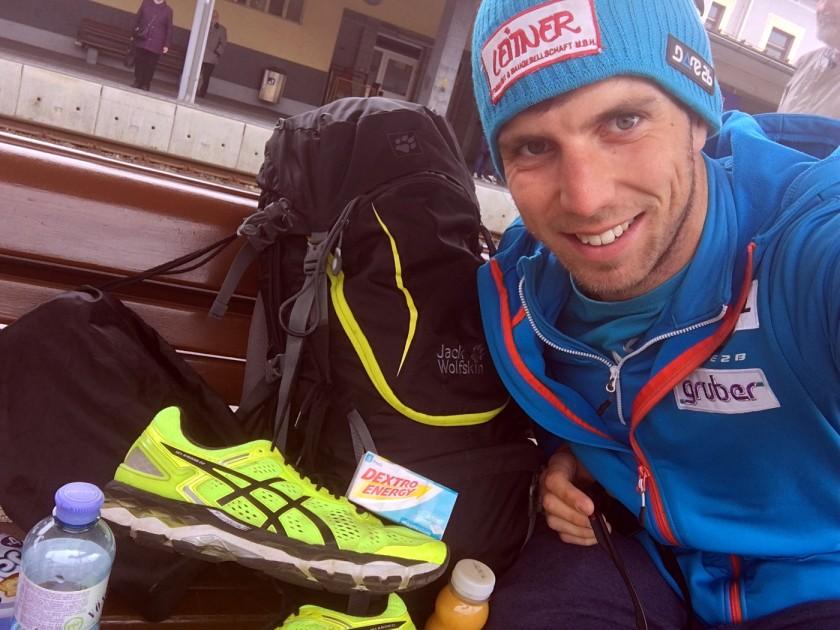 Bernd Neurauter der Rodel Austria Naturbahnrodel Star bei seinen Vorbereitungen zum Start des Vienna City Marathons 2017