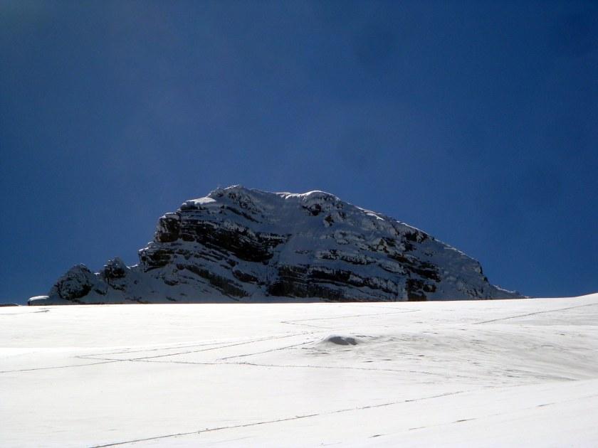 Der Hohe Dachstein vom Gosaugletscher aus gesehen. Vom Gipfel rechts ist der gesamte Westgrat einzusehen.