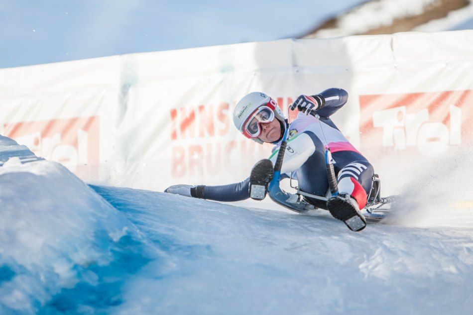 Evelin Lanthaler auf dem Weg zu Platz 3 beim Rodel Weltcup im Kühtai in Tirol