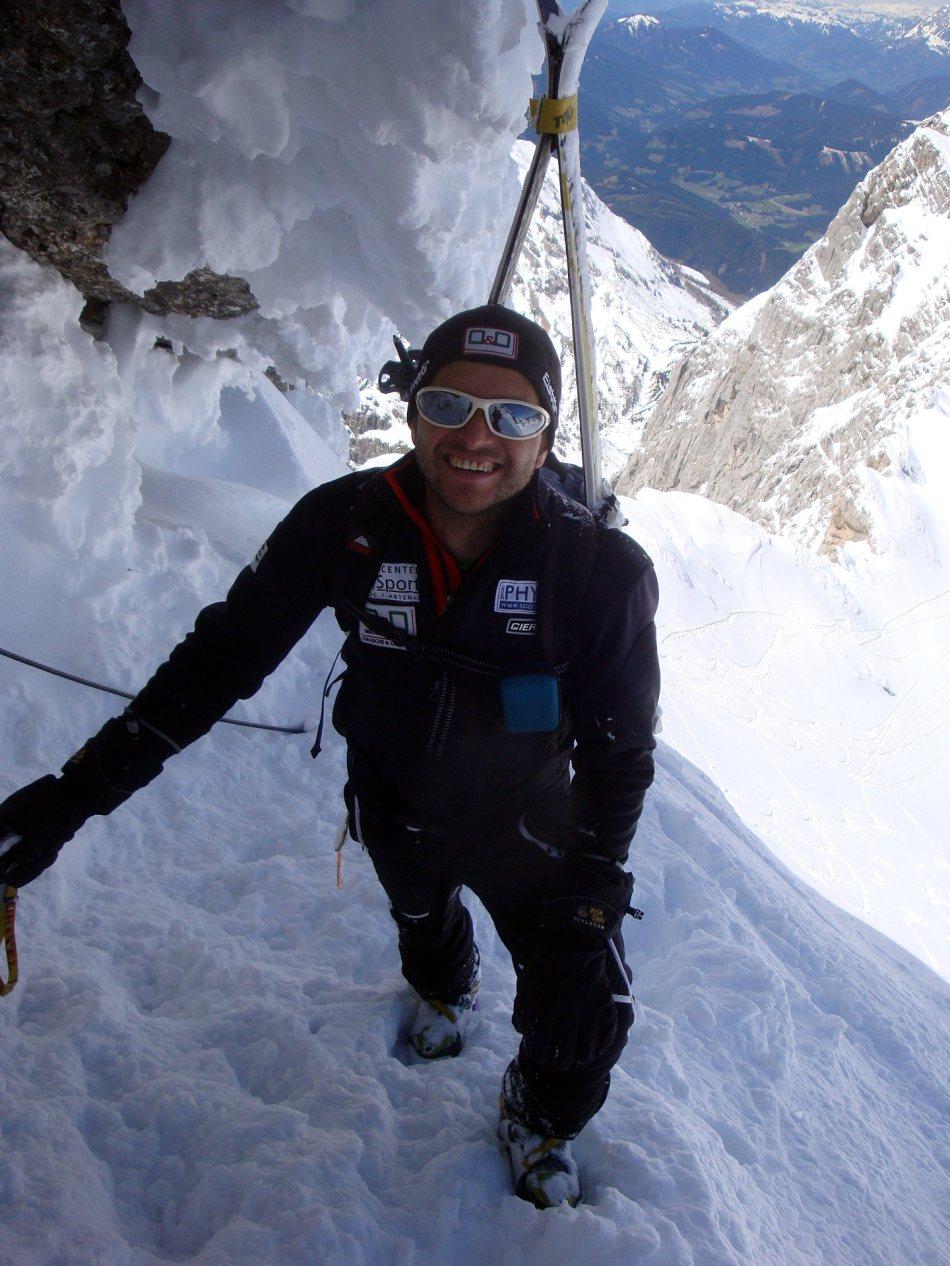 Gerhard Mühlbacher beim Aufstieg über den Westgrat zum Hohen Dachstein. Einige Stellen müssen dabei ungesichert passiert werden.