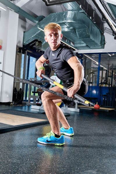 Florian Glatzl aus Österreich-Tirol. Ein Spitzensportler im Rennrodeln auf Naturbahn trainiert mit dem TRX Rip-Trainer