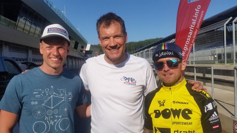 Naturbahnrodler Michael Scheikl mit Armin Assinger und Franz Preihs