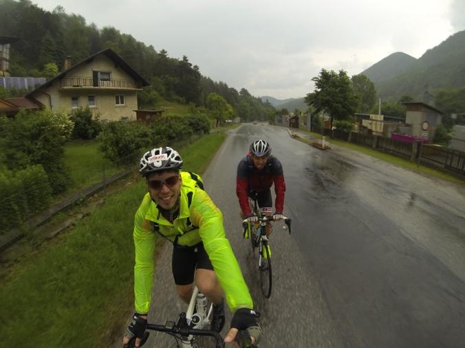 Der Regen setzt am Rückweg vom Geschriebenstein ein. Rodel Austria Naturbahnrodeln