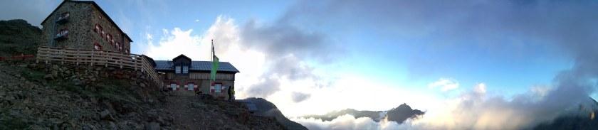 Aufstieg der Österreichischen Naturbahnrodel-Stars auf die Wildspitze erfolgt über die Breslauer Hütte. Mit dabei Thomas Kammerlander