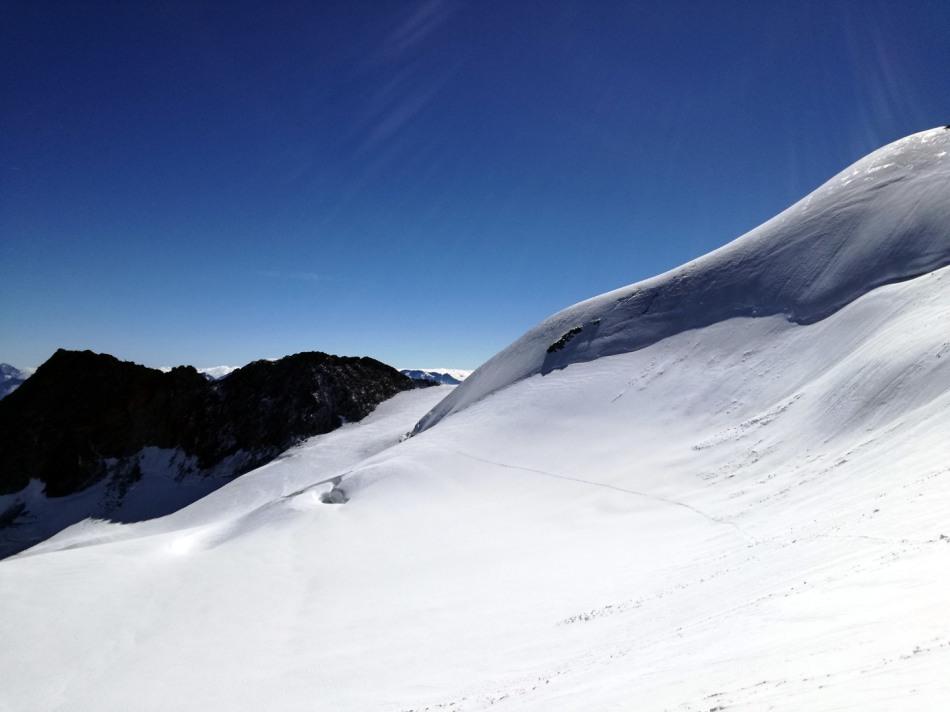 Der Gipfelaufbau des Nordgipfels der Wildspitze wird großzügig umrundet, Rodel Austria Naturbahn