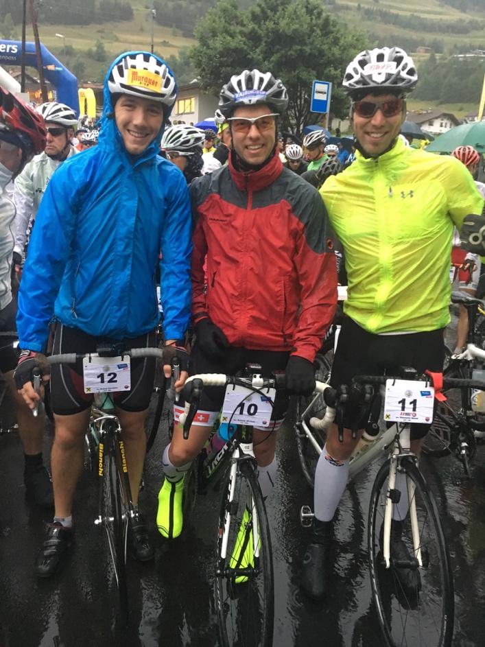 Trotz Regen ging es für die Naturbahnrodel-Stars los beim Dreiländergiro in Nauders
