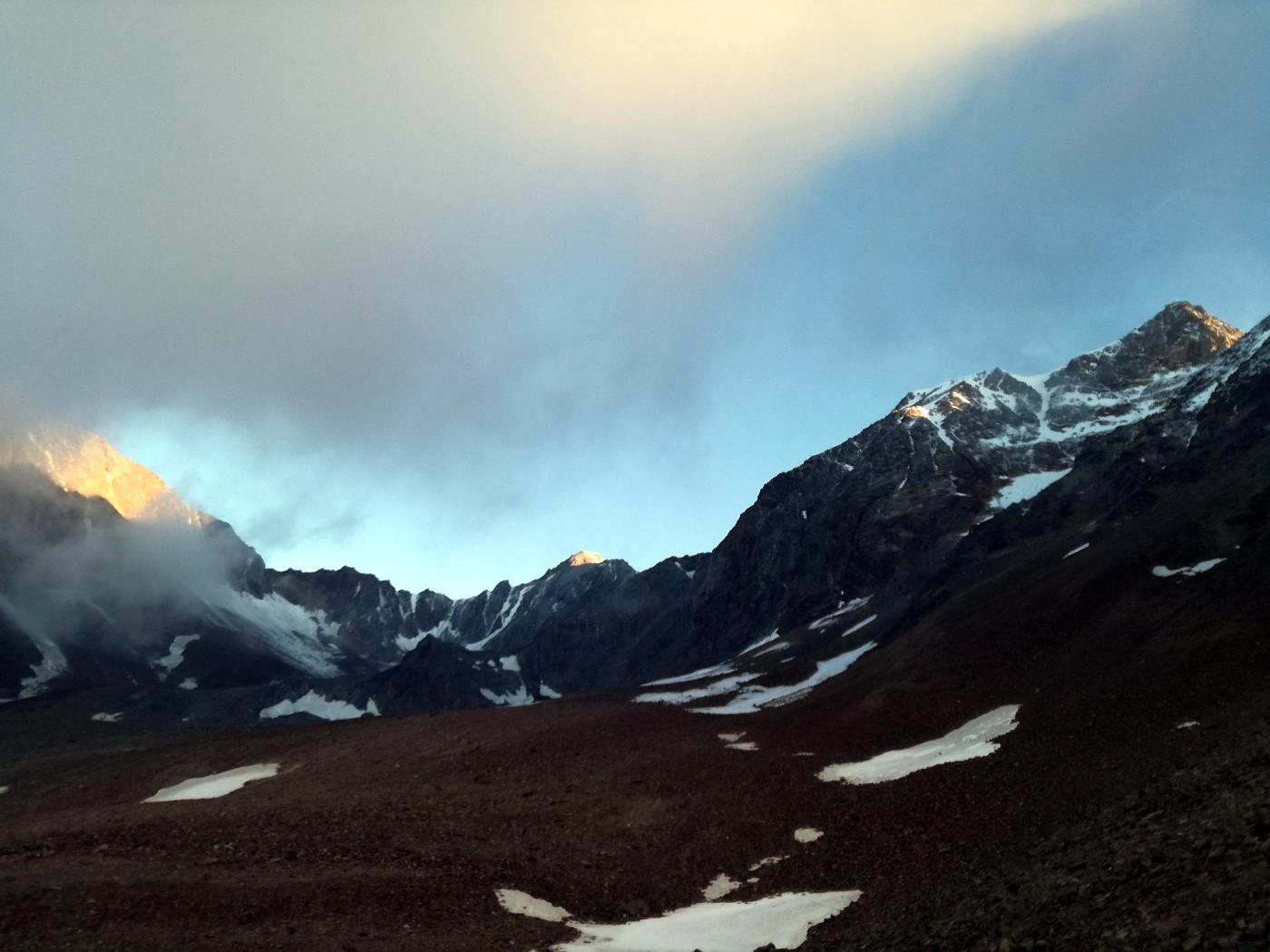 Kurz hinter der Bresslauer Hütte öffnet sich in weites Schuttkar unterhalb der Wildspitze