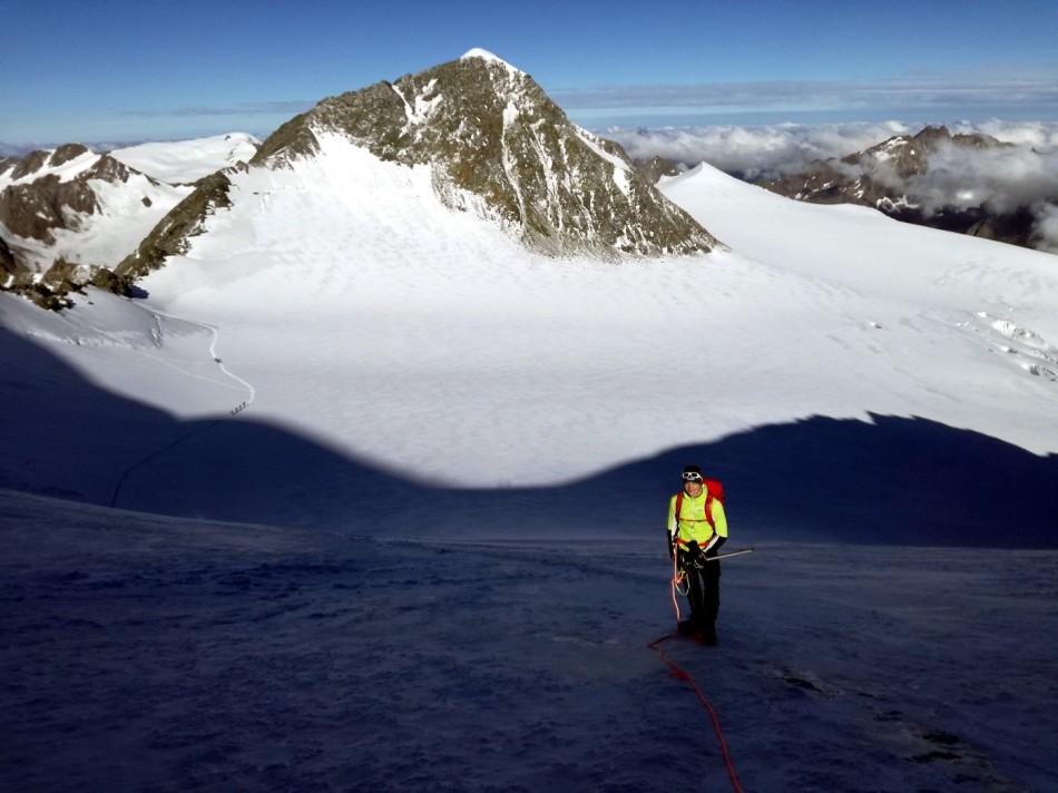 Aufstieg zur Wildspitze über den Taschachferner. Im Bild Rodelstar Thomas Kammerlander