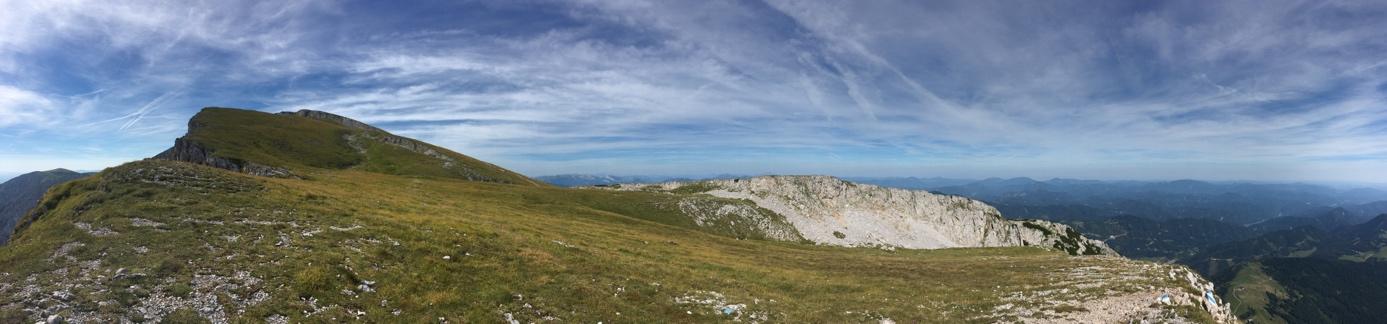 am Gipfelplateau des Schneebergs angekommen. Rodel Austria Naturbahnrodeln