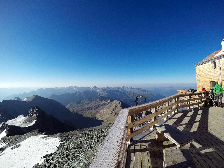 auf der Erzherzog-Johann-Hütte-Adlersruhe-die höchstgelegene Schutzhütte von Österreich