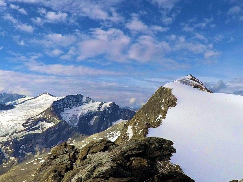 Der Hocheiser 3.206m im Salzburgerland. Rodel Austria Naturbahnstar Florian Glatzl besteigt diesen Gipfel als Eingewöhnungstour für den Großglockner