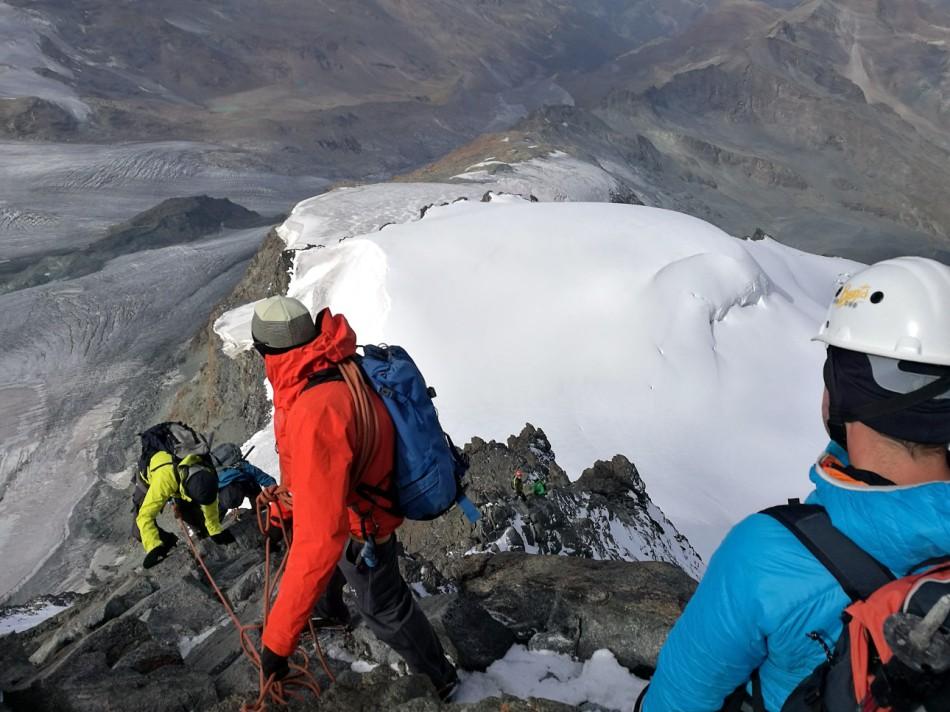 Stau beim Abstieg vom Rimpfischhorn
